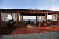 Panoramica del gazebo sulla spiaggia. www.grandhotelalassio.it
