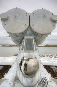 The unbelievably massive Lun class ekranoplan -plane/boat/ship! Tie Fighter, Fighter Jets, Lun Class Ekranoplan, Star Wars 7, Ground Effects, Millenium Falcon, World Of Tomorrow, Flying Boat, Military Pictures
