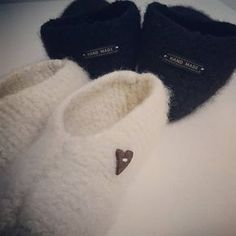 Neulotut huopatossut koko perheelle + OHJE Knitting Socks, Knit Socks, Diy And Crafts, Knit Crochet, Slippers, Sewing, Vests, Hooks, Crocheting