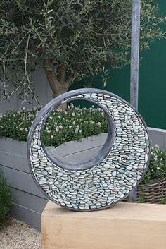 Modern yard art - would like to try making something similar
