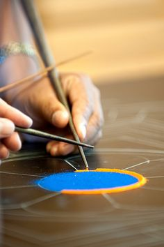Tibetan monks create mandala using something called a chak pur set that lets you draw with sand Buddha Buddhism, Tibetan Buddhism, Buddhist Art, Tibetan Mandala, Tibetan Art, Yin Yang, Mudras, Sand Art, Tibet