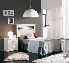 White bedroom furniture classic line  Dormitorio en tono blanco de líneas clásicas