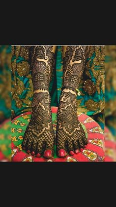 Round Mehndi Design, Peacock Mehndi Designs, Legs Mehndi Design, Indian Henna Designs, Mehndi Designs Feet, Latest Bridal Mehndi Designs, Full Hand Mehndi Designs, Mehndi Designs For Girls, Wedding Mehndi Designs