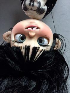 Blythe tbl/faie custom by BeatriceMBlythe. Doll Head, Doll Face, Curly Hair Drawing, Gothic Dolls, Anime Dolls, Lol Dolls, Doll Repaint, Custom Dolls, Stop Motion