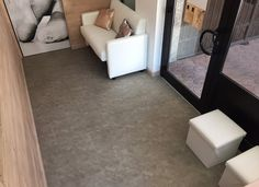 Ufficio - Connect 55G Bone Grey #madeinitaly #skema #italiandesign #pavimento #connect55 Modern Flooring, Tile Floor, Connect, Tiles, Design, Home Decor, Parquetry, Room Tiles, Decoration Home