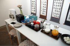 http://www.kozaza.com/rooms/1003764  SUTOME breakfast (toasts, coffee, milk, juice, tea, etc.)