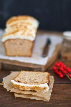 Spekulatius-Kuchen mit Zimt-Frosting. Ein glutenfreies Rezept für die Weihnachtszeit!