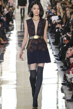 http://www.vogue.de/fashion-shows/kollektionen/herbst-2014/new-york/tory-burch/runway/00200h