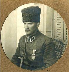 """""""Vatan sevgisi, ruhları kirden kurtaran en kuvvetli rüzgardır."""" Başbuğ Mustafa Kemal Atatürk"""