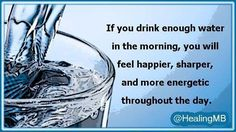 Drinking water in the morning has been proven to have immense health benefits Healthy Brain, Healthy Beauty, Health And Beauty Tips, Natural Life, Natural Cures, Water In The Morning, Fruit Infused Water