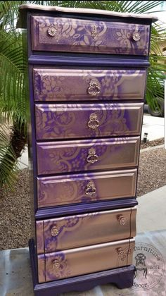 10 Tips for Spray Painting Furniture Spray Paint Furniture, Repainting Furniture, Funky Painted Furniture, Refurbished Furniture, Repurposed Furniture, Shabby Chic Furniture, Cool Furniture, Furniture Chairs, Diy Purple Furniture