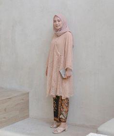 39 ideas dress brokat hamil for 2019 Kebaya Modern Hijab, Dress Brokat Modern, Kebaya Hijab, Kebaya Dress, Batik Kebaya, Kebaya Muslim, Muslim Dress, Batik Dress, Model Kebaya Modern Muslim