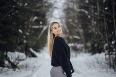 #hiver #portrait #femme #snow #eyes #smile #photo #photographie #photographe #quebec #canada #minisession #session #arbre Canada, Couple Photos, Couples, The Cardinals, Winter, Photography, Couple Shots, Couple, Couple Pics