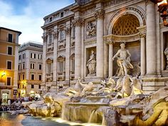 Trevi+Fountain,+Rome+-+One+of+the+most+beautiful+fountains+in+the+world,+surrounded+by+great+cafes+and+restaurants