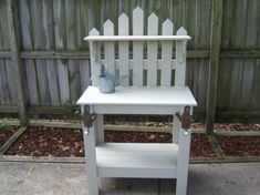 Cool potting bench. I can see this being made from leftover fence pickets after putting in a new fence.