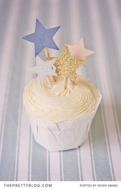 Create a scene or simply decorate a cake with these cute printable cake toppers | Photography by Seven Swans