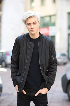 """stylebythemodels: """" Epitome of GORGEOUS. Male model, Lucky Blue Smith, at the Milan Men's Fashion Week A/W 2015 shows. Lucky Blue Smith, Look Man, Model Street Style, Teen Vogue, Blue Hair, Cute Guys, Pretty Boys, Beautiful Men, Mens Fashion"""
