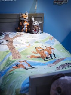 More cute fox stuff Rachel: A winding river, an adventurous fox cub and other forest creatures – the VANDRING RÄV duvet cover makes it easy to find inspiration for a bedtime story with your little adventurer.