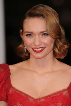 Obsessed with the new Poldark adaptation already? We heart its fabulous and feisty star, Eleanor Tomlinson. Time to meet her...