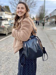 Limited Edition veske, designet i Norge. Kun 100 stk i hele verden. Leather Backpack, Backpacks, Bags, Women, Fashion, Handbags, Moda, Leather Backpacks, Fashion Styles