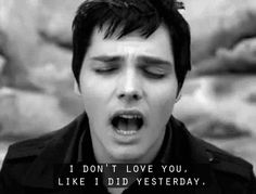 When he sang this and you wanted to reply, �Because you love me MORE today, right?� | 21 Times Gerard Way Looked Ridiculously Good