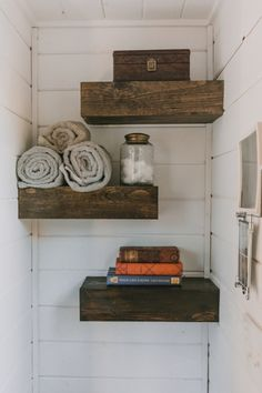 9 Fortunate Hacks: How To Make A Floating Shelf To Get floating shelves kitchen hallways.Rustic Floating Shelves Modern how to make a floating shelf to get.Floating Shelves With Drawers. Custom Floating Shelves, Floating Shelves Bathroom, Craft Storage Ideas For Small Spaces, Creative Storage, Tiny House Luxury, Luxury Homes, Luxury Apartments, Tiny House Builders, Home Builders