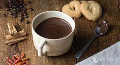 Cioccolata vegana: la ricetta non potrebbe essere più semplice. Non una, ma addirittura un tris di cioccolate calde vegan aromatizzate, ecco come prepararle