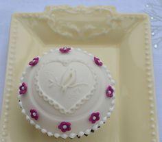 Pretty Embossed White Bird Cupcake