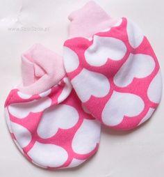 Łapki niedrapki to rękawiczki uszyte z bawełny dla noworodka. maluch nie podrapie sobie delikatnej skóry buzi gdy założymy mu łapki niedrapki.   http://www.szipszop.pl/%C5%81apki/dzieciece_niemowlece.html