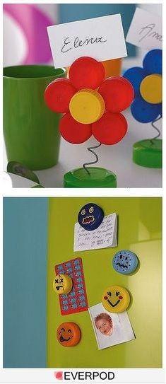 des bouchons plastiques de diff rentes couleurs un porte nom ou un aimant pour le frigo. Black Bedroom Furniture Sets. Home Design Ideas