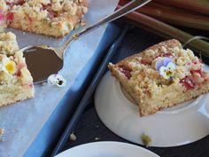 Äidin Raparperipiirakka (pellillinen) French Toast, Breakfast, Food, Kite, Morning Coffee, Meals, Morning Breakfast