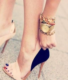 ♥@nn@b£|¥ omg these heels need to get in my closet, right now ! Black and beige classic high heels.