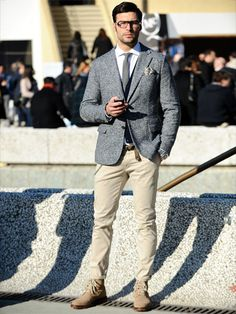 Very fresh look for this fall. Love everything about the styling, the trim, the cut and the contrasts. Beautiful.