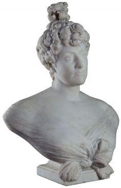Doña Elvira de la Riestra de Lainez ((1858-1935), escultura en mármol de Ettore Ximenes. Dama de relevancia socialm colegios y centros educativos del país llevan su nombre. Casó con Manuel Lainez Cané (1852-1924).