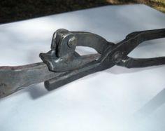 Adjustable knife tang tongs
