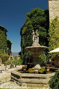 Photo : Fontaine, Place de la Fontaine, Saignon, Parc naturel régional du Luberon, Vaucluse (84)