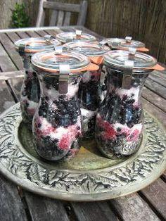 MojeTworyPrzetwory: Jagody na zimę - zasypane cukrem Polish Recipes, Canning Recipes, Chutney, Preserves, Coffee Maker, Recipies, Berries, Brunch, Food And Drink