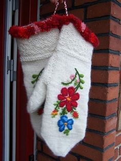 Mittens.  Some people love shoes....I have a love affair with mittens!  Especially Scandinavian type ones,
