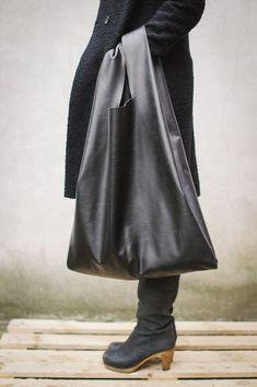 Oversized Shopper Bag  W 57 cm   H 75 cm -  100%natural leather    300€