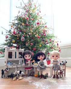 Greedy doggies at the table, everywhere I look. Goodness me, I ask you, how am I supposed to cook? Paw prints in the pastry, nibbles at the… Plein Air, Kids Christmas, Blythe Dolls, Images, Photo And Video, Holiday Decor, Gallery, Cute, Heaven