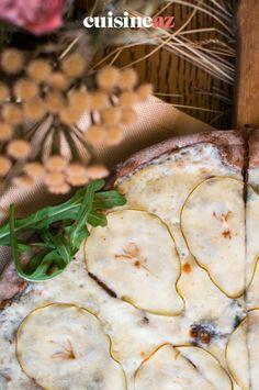Une idée de tarte sucrée-salée facile à cuisiner. #recette#cuisine#tarte#poire #gorgonzola #patisserie Brie, Camembert Cheese, Dairy, Food, Pear Tart, Sweet Pie, Cooking Food, Meal, Torte