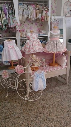 And cute sells. La Petite Boutique, Children's Boutique, Boutique Interior, Boutique Design, Kids Store, Baby Store, Craft Booth Displays, Baby Kostüm, Store Design