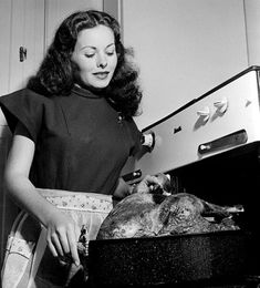 Jeanne Crain and her glorious Thanksgiving Turkey Vintage Thanksgiving, Vintage Holiday, Thanksgiving Leftovers, Thanksgiving Blessings, Happy Thanksgiving, Classic Hollywood, Old Hollywood, Hollywood Style, Jeanne Crain