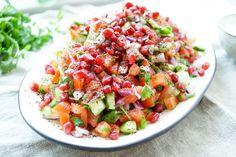 Direkt zum Rezept Das Rezept für persischer Gurken-Tomatensalat mit Granatapfel könnt Ihr mit krümeligem Feta oder Avocado servieren. Dazu empfehle ich ein knuspriges Baguette und ein gutes Glas We…