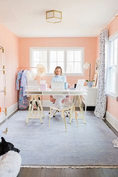 Home Office Ideas. pink office. feminine office. Glamorous chic office. Coral Paint Colors, Office Paint Colors, Best Paint Colors, Room Paint Colors, Home Office Paint Ideas, Light Pink Walls, Coral Walls, Pink Home Offices, Small Home Offices