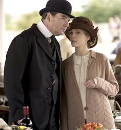 downton abbey john bates anna bates brendan coyle joanne froggatt anna x… Downton Abbey Season 6, Downton Abbey Series, Downton Abbey Fashion, Brendan Coyle, Vince Flynn, Lady Sybil, Dowager Countess, Poldark, Perfect Couple