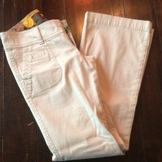 Hollister light Cords size 1S. SALE TODAY!! Nice pants, great condition! Like new. Was priced $21. Sale today only Hollister Pants Boot Cut & Flare