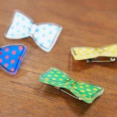 小さい時に科学遊びの一つとして「プラバン」をやってことありませんか?ネックレスやブローチ、ペンダントなど自分好みのアクセサリーを作って見ましょう♪ ピアス、ネックレス、ヘアピン、ボタン、ブレスレッド、指輪のおしゃれなデザインを集めてみました。