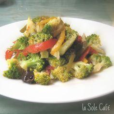 Nosotros como Ricard Camarena, queremos que te hagas fan del brócoli, España es el segundo país productor y el primer exportador mundial de brócoli. Por todo ésto te presentamos nuestra última incorporación a la carta, la ensalada crudite de brócoli, un plato delicioso, muy sano y absolutamente apto para vegetarianos … Vegetables, Food, Salads, Second Best, Essen, Vegetable Recipes, Meals, Yemek, Veggies