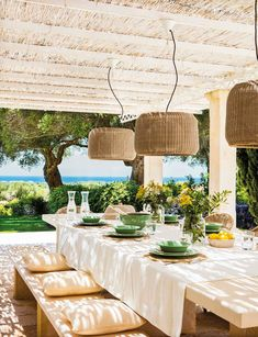 Une maison au charme rural et vue sur mer - PLANETE DECO a homes world Outdoor Rooms, Outdoor Dining, Outdoor Gardens, Outdoor Furniture Sets, Outdoor Decor, Patio Interior, Interior And Exterior, Outside Living, Menorca